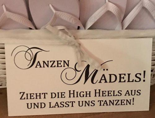 Fundstück der Woche: Was machen Mädels auf der Hochzeit wenn die Füße weh tun?